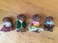 Sylvanian Families chocolate Labrador family