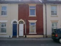 4 bed student house - available now!