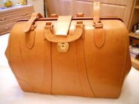 Tan leather Gladstone bag with key, fully lined