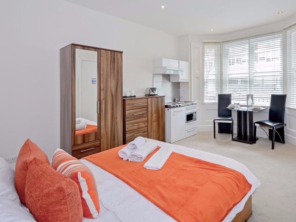 Studio Belgravia Short lets £120 per night all bills and WIFI