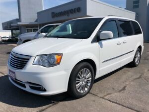 2015 Chrysler Town & Country Touring-L/Fully loaded