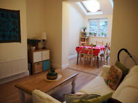 Horfield. Double room in bright spacious friendly house (3 people share) with garden+parking+garage