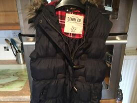 SIZE 8 LADIES GILLET with zip toggles and removable fur on lined hood. IMMACULATE CLEAN CONDITION.