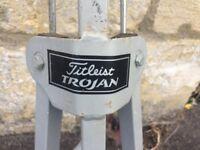 Titleist Trojan golf trolley