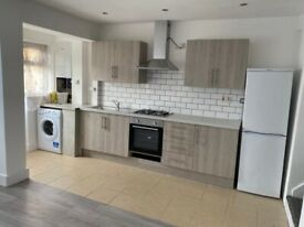 Spacious 3 bed house in upton park part dss welcome