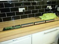 Hornby railways flying scotsman and 3 coaches
