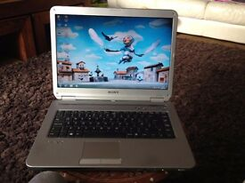 SONY VAIO LAPTOP VGN-NR32L