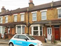 Beautiful Period Split Level 2 Bed Flat With On Street Parking Ideal For Sharers Close To Station