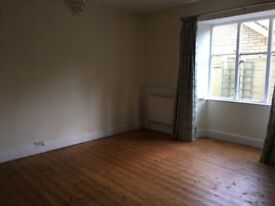 Very nice 2 bed flat to rent in Nailsworth town centre
