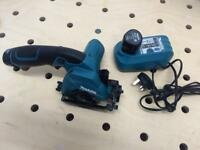 Makita HS300DWE mini circular saw