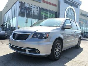 2015 Chrysler Town & Country DUAL BLUE RAY DVD'S, NAVIGATION, LE