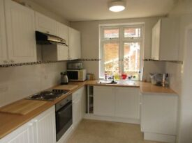Double and single rooms in clean friendly houses in Southampton area.