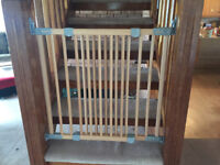 Baby Dan extendable stair gate. Wood. No trip.