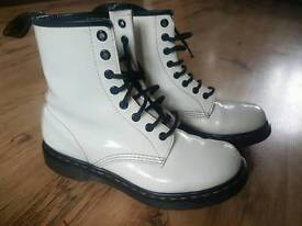Dr Martens white boots size 6