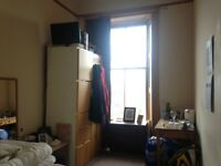 Double room available in spacious new town flat