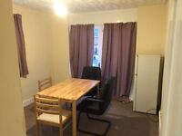 ..SUPER HUGE ROOM IN A HOUSE WITH HUGE SITTING AND HUGE GARDEN..£210 pw (bills inc)