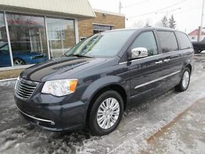 2014 Chrysler Town & Country Limited **8 Pneus **