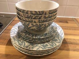 Plates, bowls / dishes set