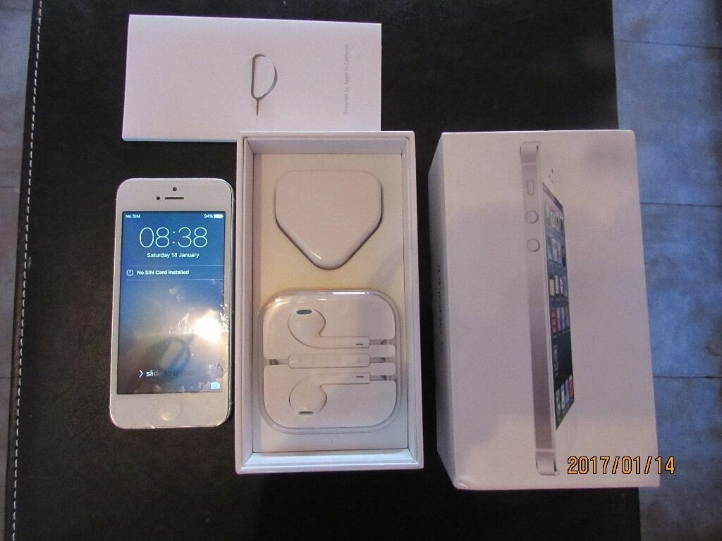Iphone 5 32GB white&silver[Unlocked]Smartphone Boxed very good conditionin Wheathampstead, HertfordshireGumtree - Iphone 5 32GB white&silver smartphone,phone in unlocked and its 32gb storage size In full working condition tested and tried, absolute mint screen , few tiny scuffs to back cover and middle chrome but overall in very good neat condition as always...