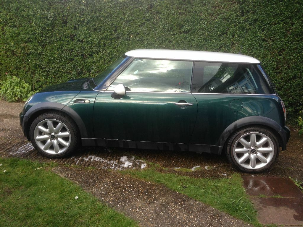 bmw mini cooper 2002 british racing green cooper s alloy wheels in caversham berkshire. Black Bedroom Furniture Sets. Home Design Ideas
