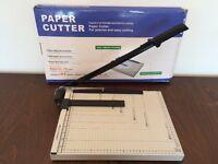 Paper cutter / guillotine