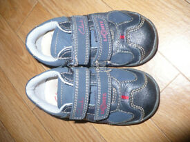 Clarks light up baby boy shoes size 5F infant. Very good condition.