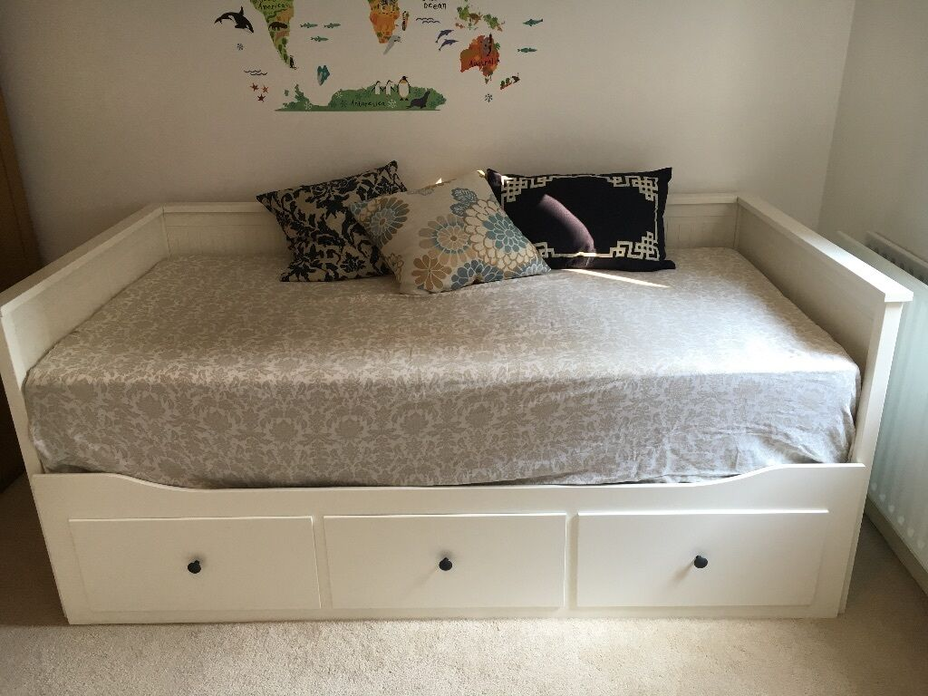 Ikea hemnes day bed plus 2 morgedal single mattress for Ikea day bed