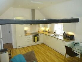 2 bed flat to let near centre of Thame, parking. £1,100 pcm. Ready Now. No agent fees.