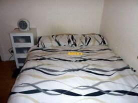 Double bed in 6 rooms flat at Springfield rd Street in London - Room 2 (Ref. SF001582)