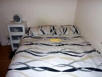 Double bed in 6 rooms flat at Springfield rd Street in London - Room 2