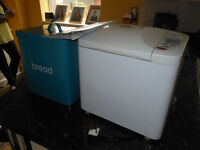 PANASONIC BREADMAKER WITH BREAD BIN AND BOOKLET £15