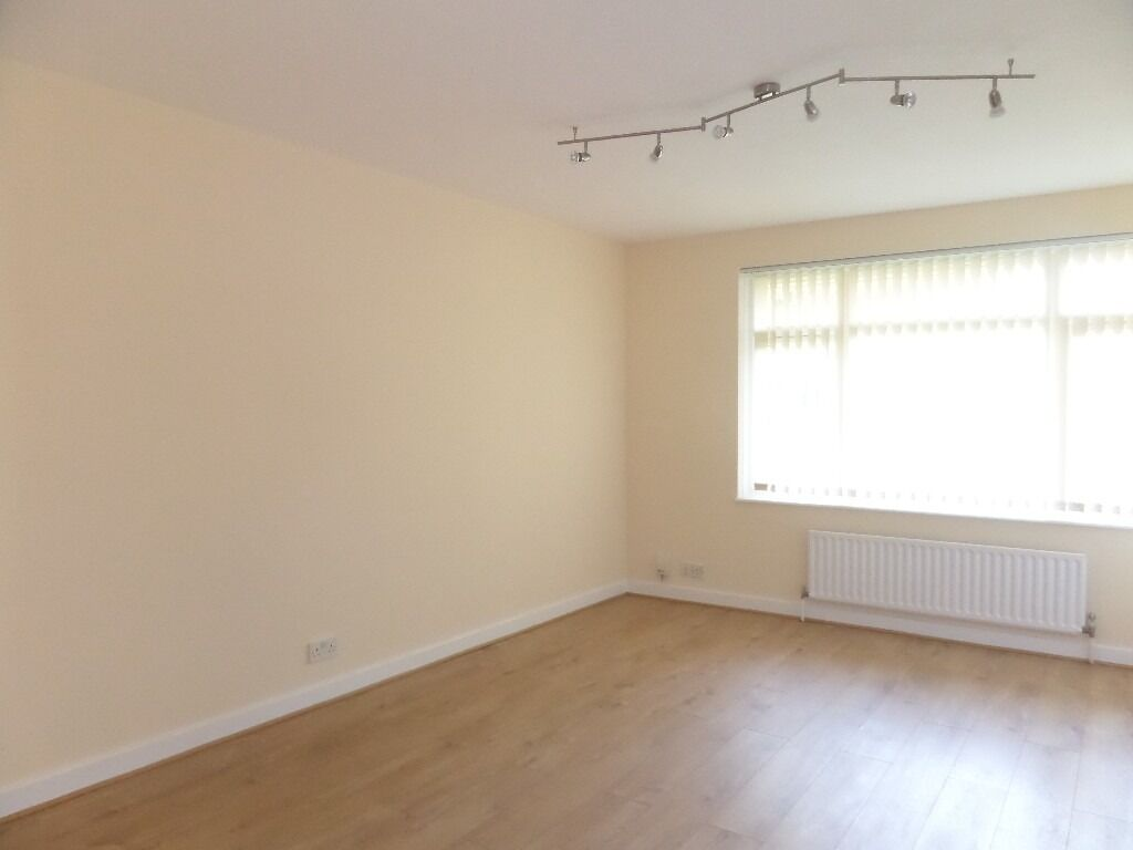 Nice 1 Bedroom Flat with Parking near East Croydon Station *** Excellent Condition ** MUST VIEW ***
