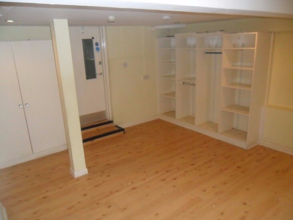 Double Room Available to Rent on a Short/Long Term Basis Located Near The Town Centre NO AGENCY FEES