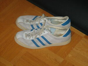 Vintage Adidas Tennis shoes