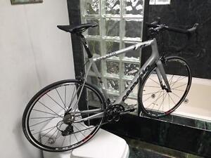 LIKE NEW (SIZE 58cm) CERVELO R3 CARBON ROAD BIKE - SHIMANO 105