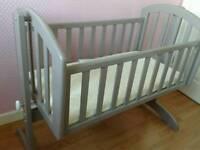 Grey O'baby swinging crib