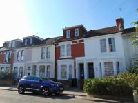 5 BED STUDENT HOUSE SOUTHSEA £1400 PER MONTH ALL BILLS INC