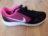 Nike Revolution 3 Womens Running Trainers - SIZE 5