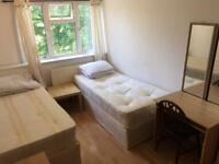 Perfect twin room for rent on old Kent road Se1 near borough elephant castle