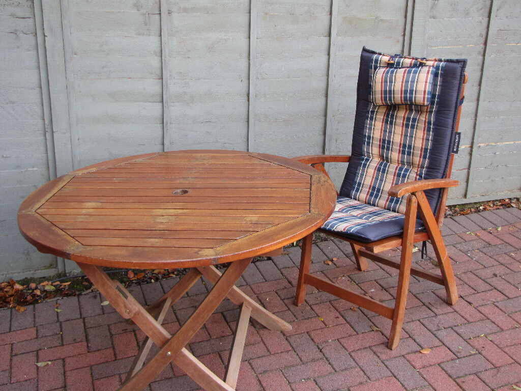 Garden table chairs with cushions umbrella with base