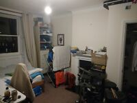 Large bedroom in spacious flat in Clifton!