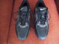 NIKE GOLF SHOES. SIZE 9