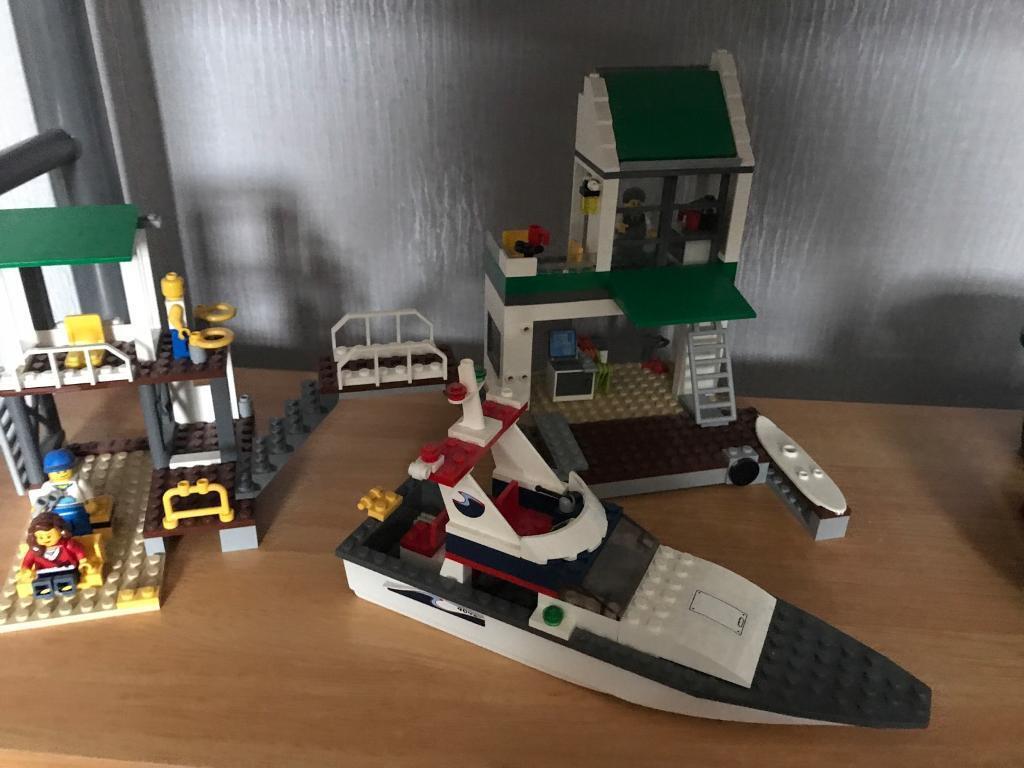 Lego City beach hut
