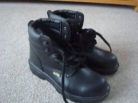 Size 8 (42) mens Black work boots New never been worn