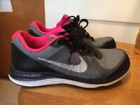 Nike trainers dual fusion size 4
