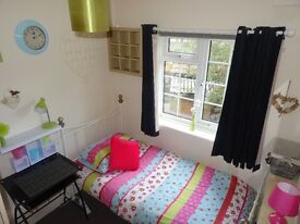 2 cosy fully furnished single rooms and 1 large double for students