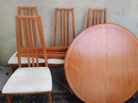 Extendable dining table with 4 chairs