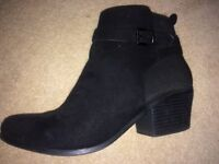 Black excellent quality wedges, size 5