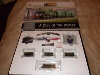 GRAHAM FARISH A DAY AT THE RACES TRAIN SET- N GAUGE