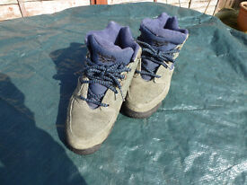 Reduced To Sell Reebok Walking Boots / Trainers Size 4 Good Condition